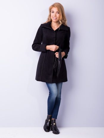 Czarny wełniany płaszcz ze skórzanym paskiem                                  zdj.                                  2