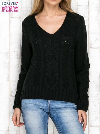 Czarny wełniany sweter z warkoczowymi splotami                                   zdj.                                  1