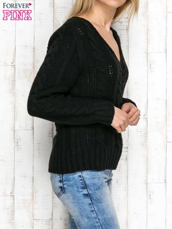 Czarny wełniany sweter z warkoczowymi splotami                               zdj.                              3