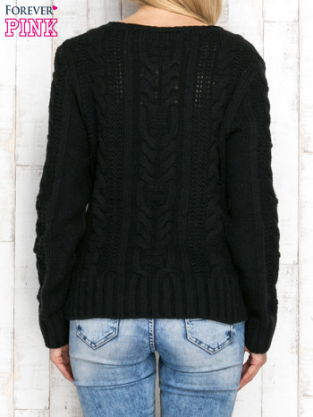 Czarny wełniany sweter z warkoczowymi splotami                               zdj.                              2