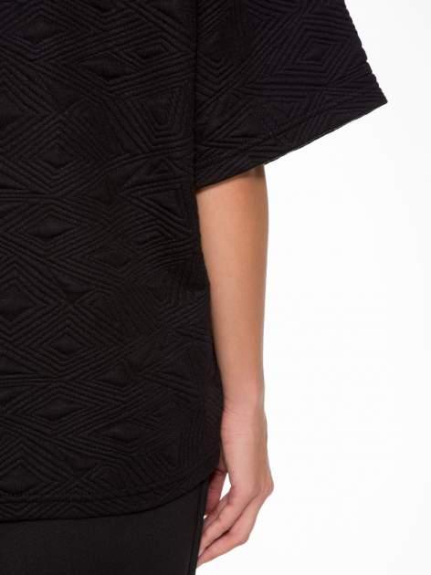 Czarny żakiet kimono o fakturze w geometryczne wzory                                  zdj.                                  10
