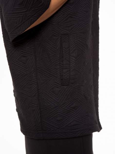 Czarny żakiet kimono o fakturze w geometryczne wzory                                  zdj.                                  7