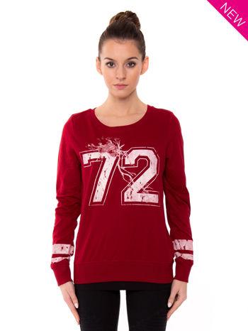Czerwona bluza z numerem w stylu collage                                  zdj.                                  1