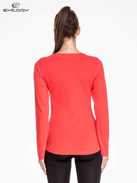 Czerwona bluzka sportowa z dekoltem V                                  zdj.                                  3