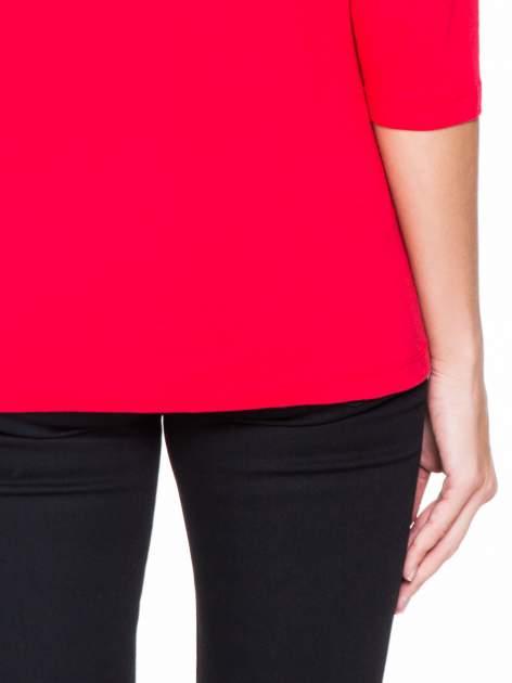 Czerwona bluzka z koronkową wstawką na ramionach                                  zdj.                                  6