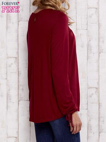 Czerwona bluzka z koronkowym dekoltem                                  zdj.                                  4