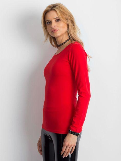 Czerwona bluzka z ozdobnym plecionym dekoltem z tyłu                              zdj.                              1