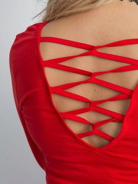 Czerwona bluzka z ozdobnym plecionym dekoltem z tyłu                              zdj.                              5