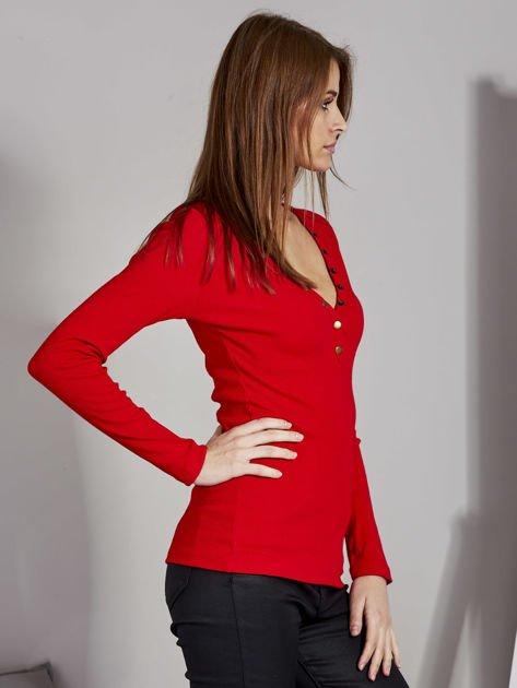 Czerwona bluzka z zatrzaskami przy dekolcie                               zdj.                              5