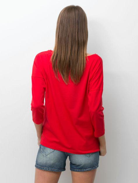 Czerwona bluzka z zwierzęcym nadrukiem i perełkami                              zdj.                              2