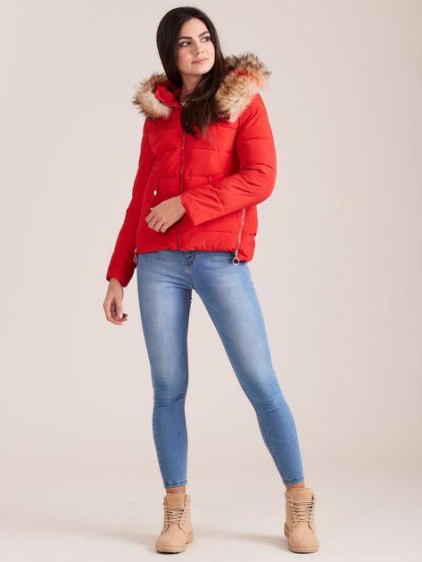 Czerwona damska kurtka z kapturem                              zdj.                              5