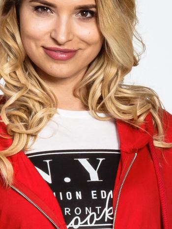 Czerwona długa bluza z kapturem                                   zdj.                                  5