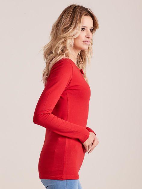 Czerwona dopasowana bluzka z ozdobnym dekoltem                              zdj.                              3