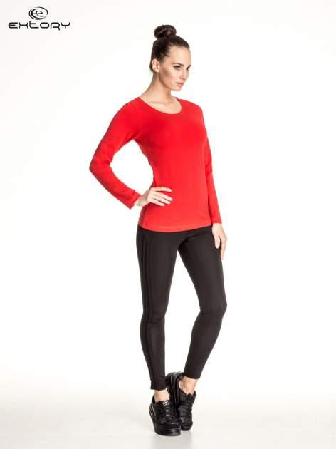 Czerwona gładka bluzka sportowa z dekoltem U PLUS SIZE                                  zdj.                                  2