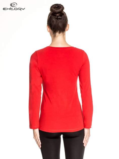 Czerwona gładka bluzka sportowa z dekoltem U PLUS SIZE                                  zdj.                                  4