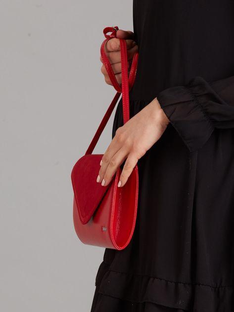 a97486427ecc2 Czerwona kopertówka z zamszową klapką - Akcesoria torba - sklep ...