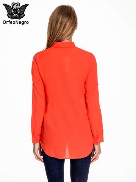 Czerwona koszula z koronkową wstawką przy ramionach                                  zdj.                                  4