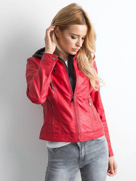 Czerwona kurtka z ekoskóry z kapturem                              zdj.                              6