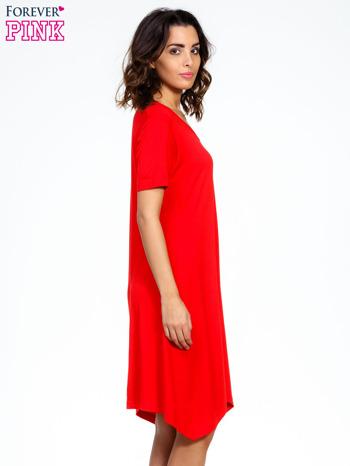 Czerwona luźna sukienka z asymetrycznym dołem                                  zdj.                                  3
