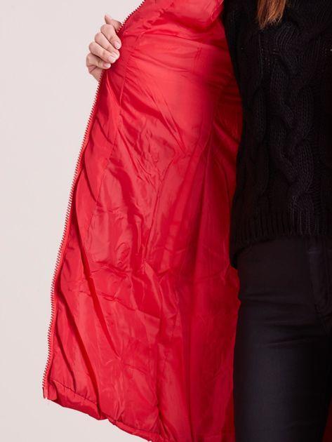 Czerwona pikowana damska kurtka zimowa                               zdj.                              8