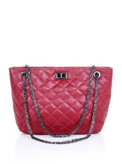 Czerwona pikowana torebka na łańcuszku