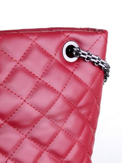 Czerwona pikowana torebka na łańcuszku                                  zdj.                                  7