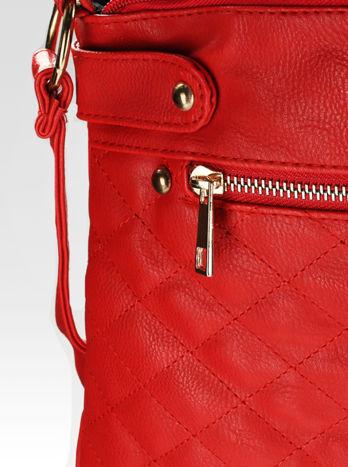 Czerwona pikowana torebka na ramię                                  zdj.                                  10