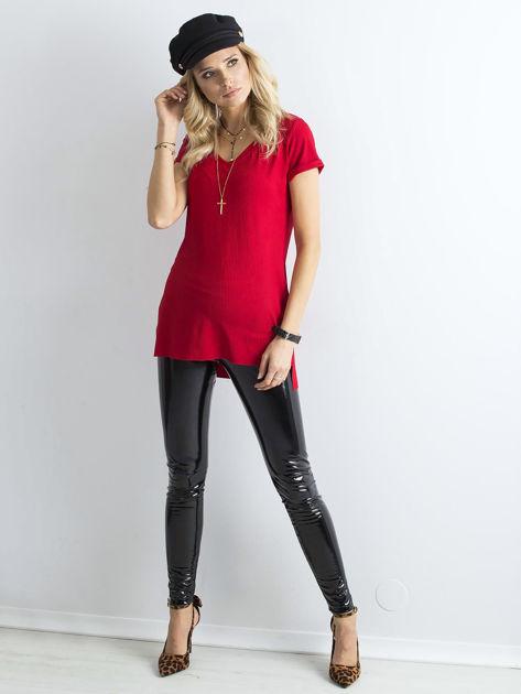 Czerwona prążkowana bluzka w serek                              zdj.                              4