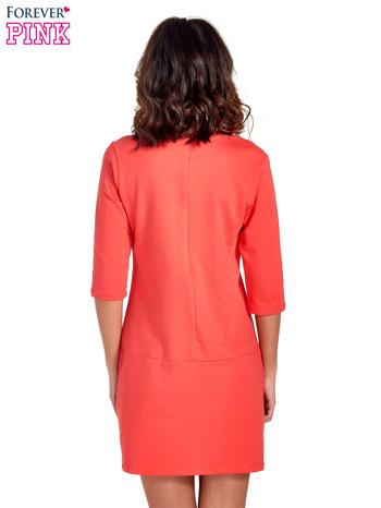 Czerwona prosta sukienka z kieszeniami                                   zdj.                                  4