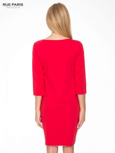 Czerwona prosta sukienka z surowym wykończeniem i kieszeniami                                  zdj.                                  4