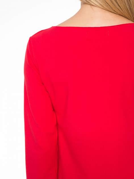 Czerwona prosta sukienka z surowym wykończeniem i kieszeniami                                  zdj.                                  8