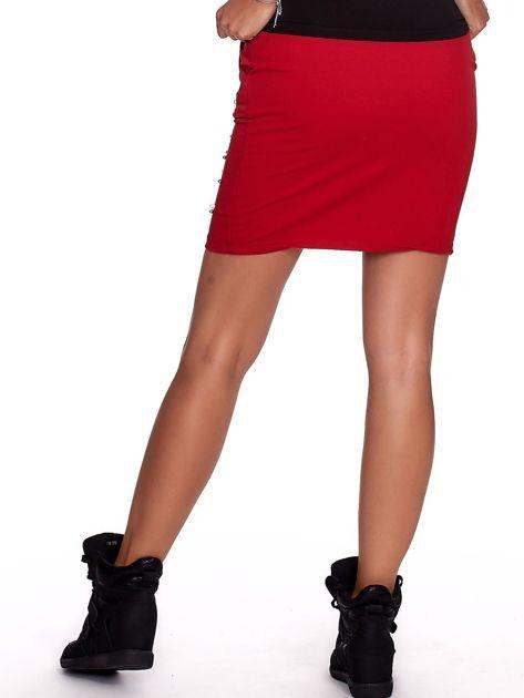 Czerwona spódnica dresowa z perełkami i kieszeniami                              zdj.                              2