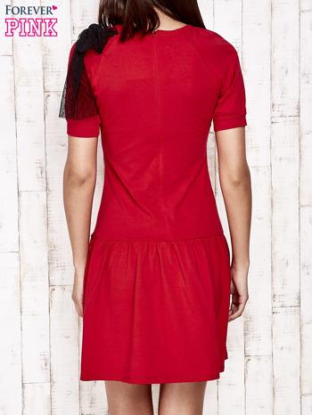 Czerwona sukienka dresowa z kokardą z tiulu                                  zdj.                                  5