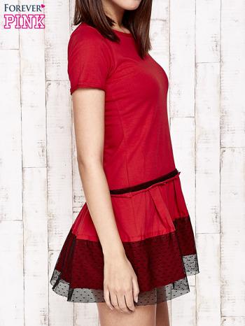 Czerwona sukienka dresowa z kontrafałdami i tiulem w groszki                                  zdj.                                  3