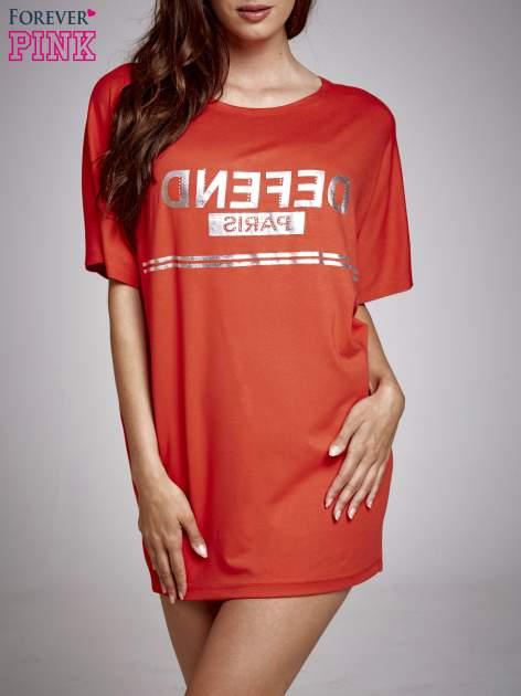 Czerwona sukienka dresowa z napisem DEFEND PARIS