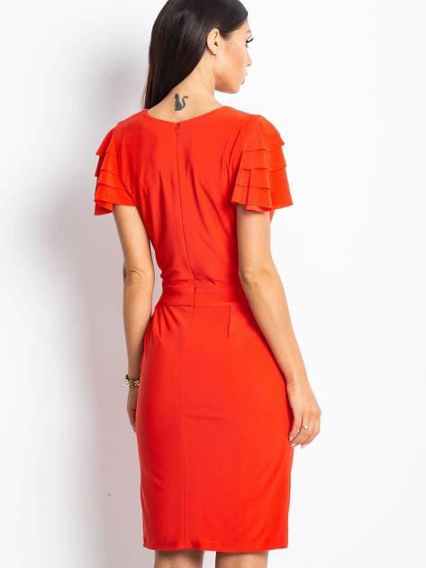 Czerwona sukienka koktajlowa z falbankami na rękawach                                  zdj.                                  4