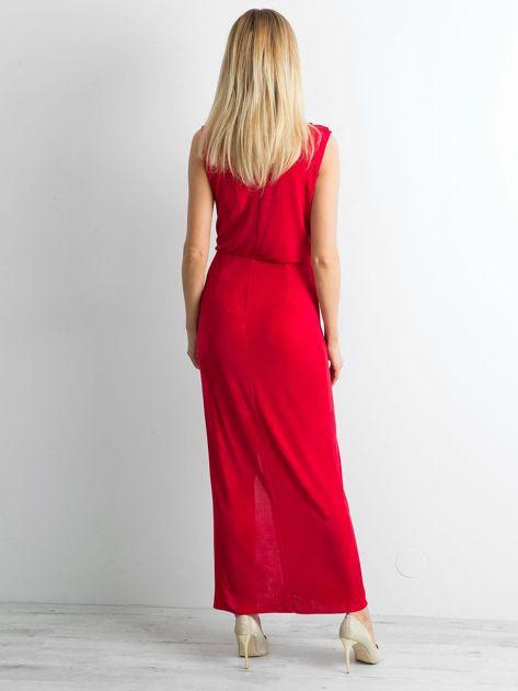 Czerwona sukienka maxi z rozcięciem                              zdj.                              2