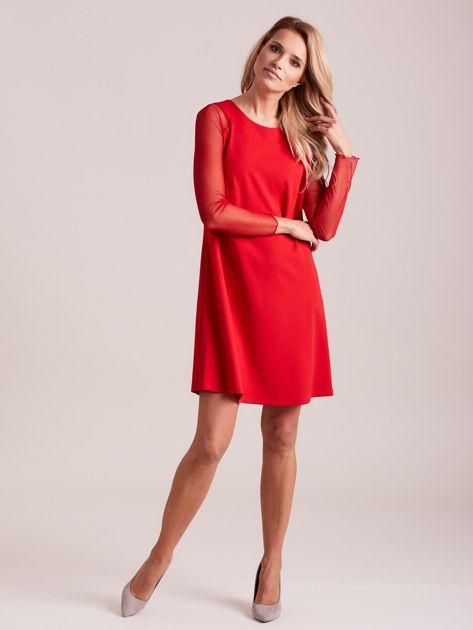 Czerwona sukienka o luźnym kroju                              zdj.                              4