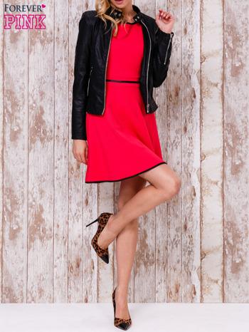 Czerwona sukienka skater z satynową lamówką                                  zdj.                                  5