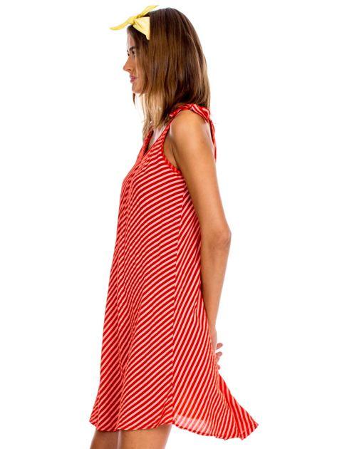 Czerwona sukienka w paski wiązana na ramionach                              zdj.                              3