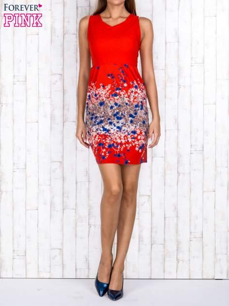 Czerwona sukienka z dekoltem na plecach                                  zdj.                                  4