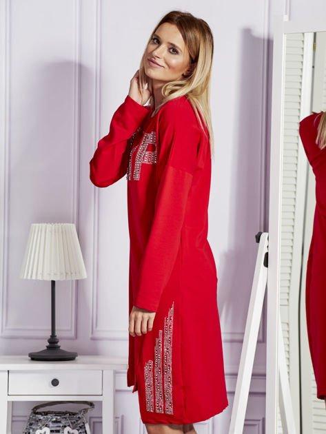 Czerwona sukienka z perełkami i dżetami                                  zdj.                                  5