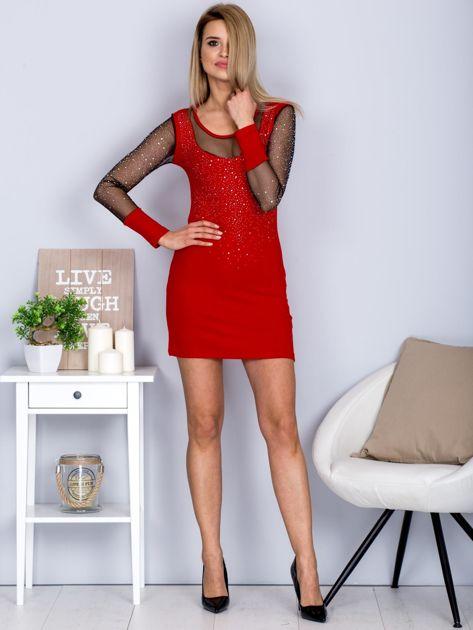 Czerwona sukienka z siateczkowym dekoltem i dżetami                                  zdj.                                  4
