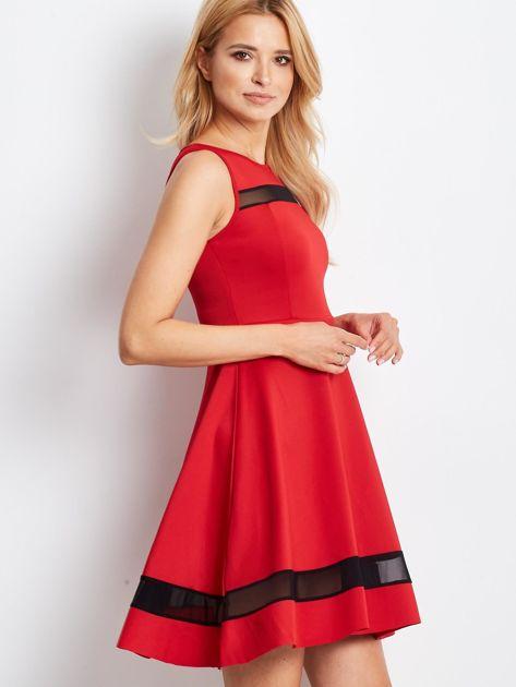 Czerwona sukienka z transparentnymi modułami                              zdj.                              4
