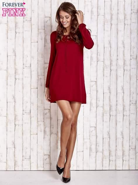 Czerwona sukienka z wiązanym dekoltem                                  zdj.                                  2