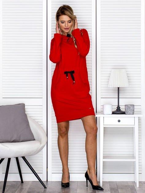 Czerwona sukienka z wstążkami                               zdj.                              4