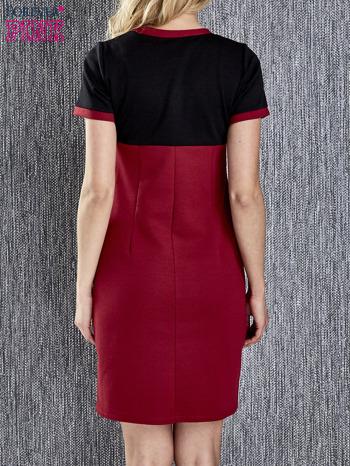 Czerwona sukienka ze złotymi guzikami                                  zdj.                                  5
