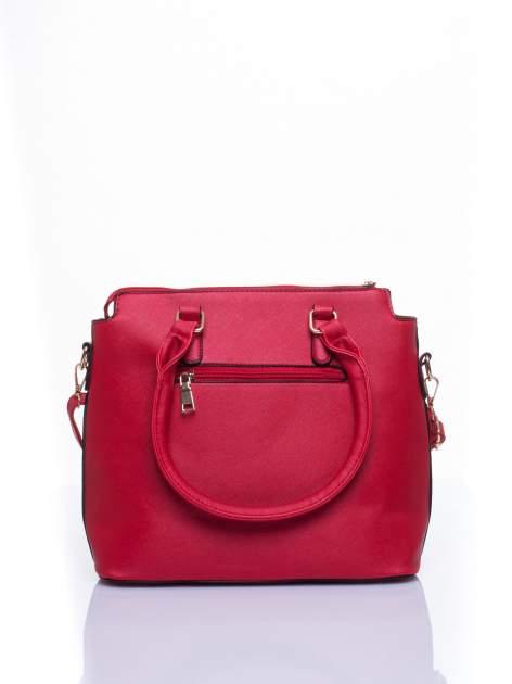 Czerwona torba na ramię z ozdobnymi detalami                                  zdj.                                  3