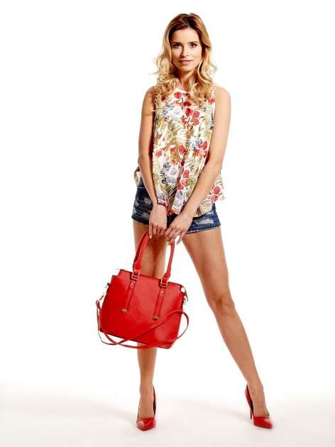 Czerwona torba na ramię z ozdobnymi detalami                                  zdj.                                  2