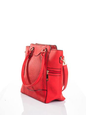 Czerwona torba ze złotymi wykończeniami                                  zdj.                                  4